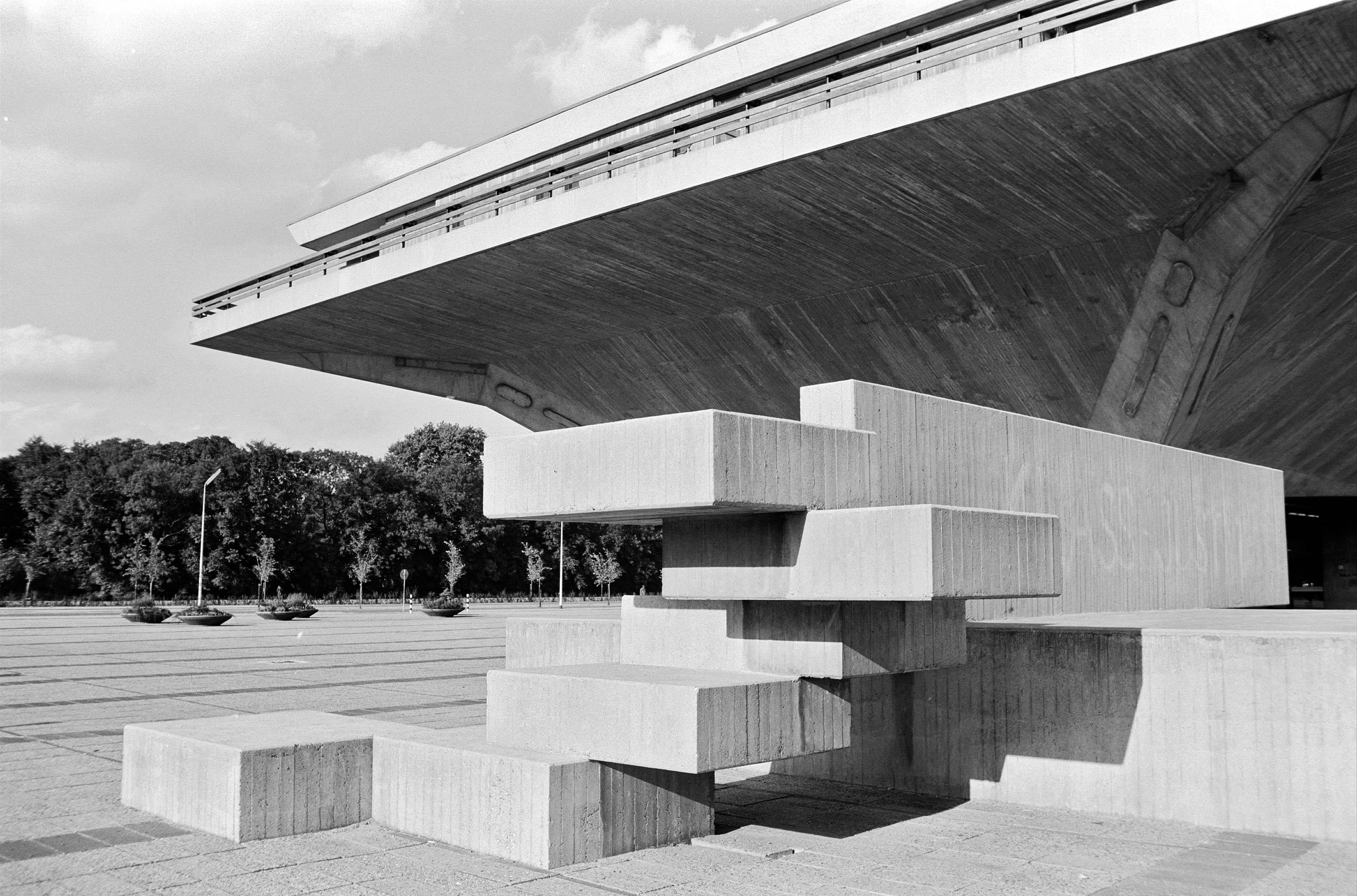 Kunstwerk Salami van Carel Visser voor de Aula van de Technische Hogeschool Delf :: TU Delft Beeldbank